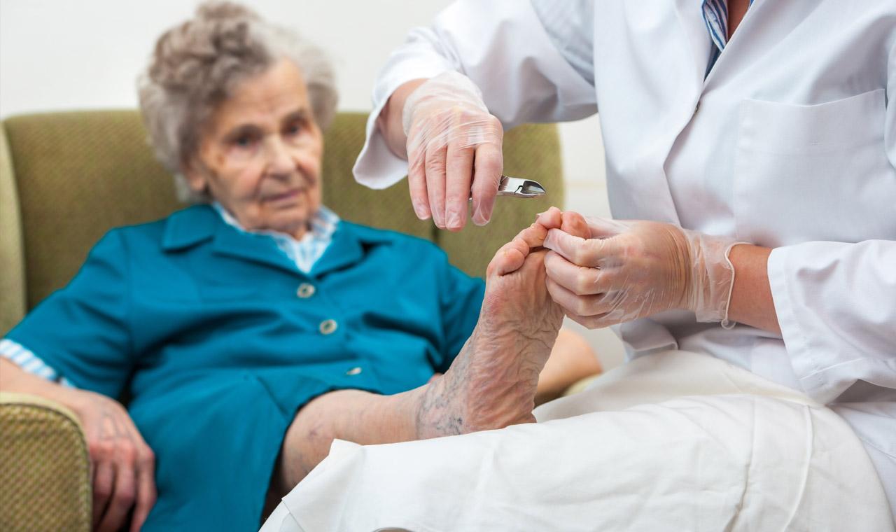 Pielęgnacja stóp seniorów